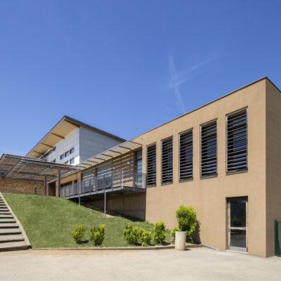 Groupe scolaire de St Laurent d'Oingt. Architecte : ASKIA / Sylvain Defelix. Maître d'ouvrage : Mairie de St Laurent d'Oingt